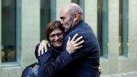 Vendrell, abraçant la parella en ser alliberat divendres
