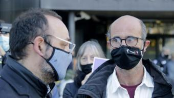 El germà d'Helena Jubany, Joan Jubany, i l'advocat de la família, Benet Salellas, davant els Jutjats de Sabadell