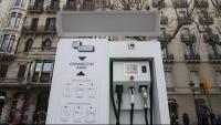 Una estació de recàrrega per a vehicles elèctrics a Barcelona