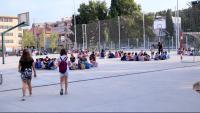 Pla general dels alumnes de primària agrupats al pati de l'escola Sant Llàtzer de Tortosa
