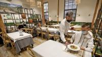 Un dels primers dinars servits ahir al restaurant  Cafè del Centre, a Olesa de Montserrat