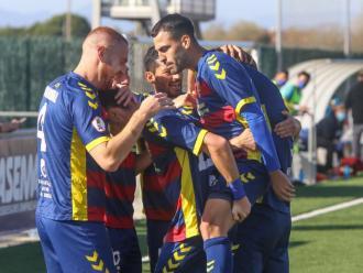 Els jugadors del Llagostera celebren un gol