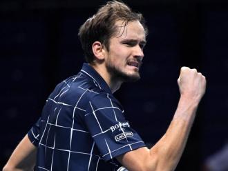 Medvédev celebra un punt en la final