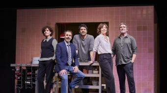 Cesc Gay, al centre, amb Marta Marco i Lluís Villanueva a la seva dreta i Àgata Roca i Pere Arquillué a la seva esquerra