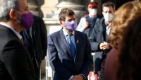 El tinent d'alcalde de Seguretat, Albert Batlle, ahir en la concentració del 25-N a la plaça de Sant Jaume