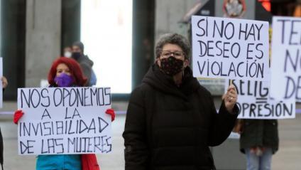 Unes manifestants, ahir a Madrid, en el Dia Internacional per a l'Eliminació de la Violència Contra les Dones