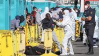 Immigrants concentrats al moll d'Arguineguín, a l'illa de Gran Canària