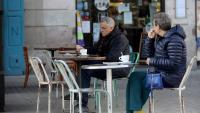 Clients en una terrassa de Barcelona, dilluns