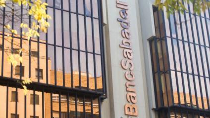 Oficines de Banc Sabadell a plaça Catalunya de Sabadell