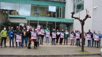 Desenes de persones s'han congregat a les portes dels jutjats de Figueres per donar suport als investigats
