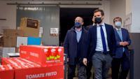Pablo Casado va visitar ahir el magatzem del Banc dels Aliments de Tarragona, a Reus