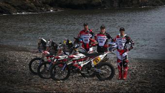 Els tres pilots que disputaran el Dakar amb Rieju amb les motos del 2021