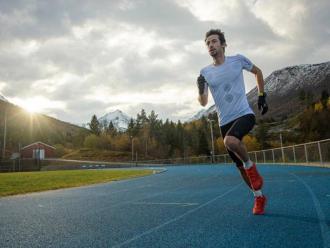Kilian Jornet en una pista d'atletisme