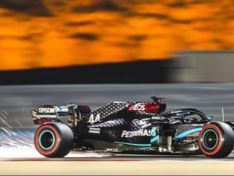 Hamilton en la segona sessió d'entrenaments en el circuit de Sakhir