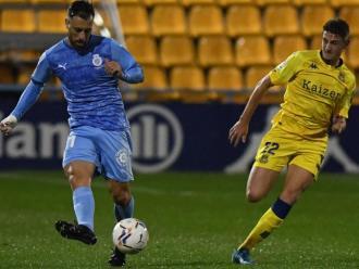Antonio Luna , amb la pilota, seguit per Arribas, autor del gol de l'Alcorcón