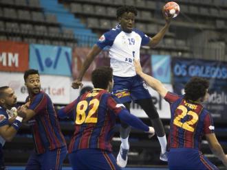 Mamadou Gassama s'eleva per sobre la defensa del Barça