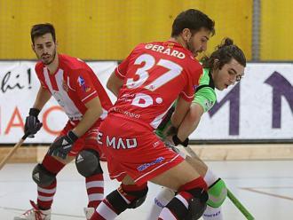 Pujol i González lluiten per la bola en el  Girona-Lloret