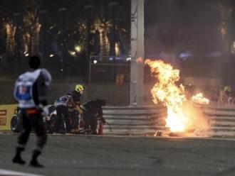 Una part del Haas de Grosjean cremant al costat de la pista
