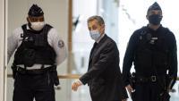 Sarkozy, arribant ahir a la sala del tribunal de París que el jutja per corrupció i tràfic d'influències