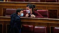 El president d'Unides Podem al Congrés, Jaume Asens, amb el diputat d'Unidas Podemos Alberto Rodríguez