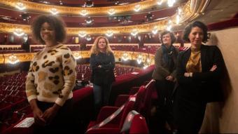 La directora musical Speranza Scapucci, amb les cantants Pretty Yende i Lisette Oropesa i l'assistent de direcció d'escena, Marie Lambert, ahir al Liceu