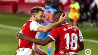 Stuani i Mamadou celebren el gol del vallesà d'origen senegalès
