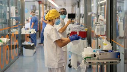 Dues sanitàries a l'UCI de l'Hospital Clinic