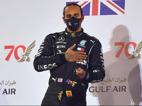 Lewis Hamilton, en el podi del gran premi de Bahrain.