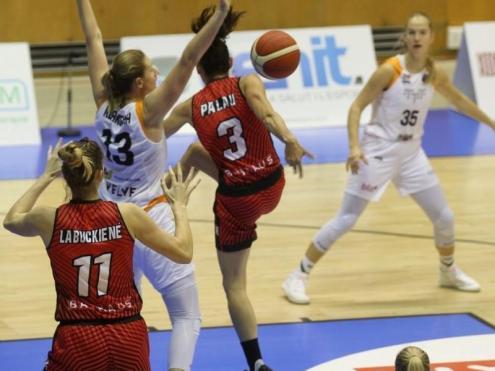 L'assistència de Laia Palau a Giedre Labuckiene per al 14-12 de la lituana