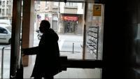 L'entrada al bloc on es va perpetrar el crim, on ara hi ha càmeres