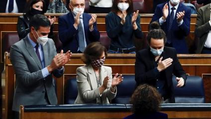 La ministra Montero rep l'ovació de Sánchez, Calvo, Iglesias i de diputats del PSOE i Podem pel pressupost reeixit