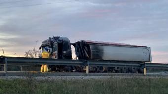 El camió implicat en l'accident mortal a l'N-340 a Santa Margarida i els Monjos
