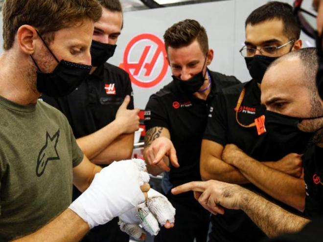 Grosjean en el Box de l'equip Haas