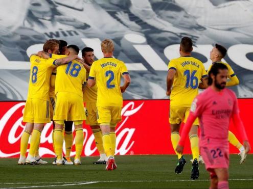 Els jugadors del Cadis celebren el gol de Lozano a Valdebebas contra el Real Madrid