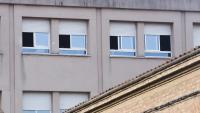 Finestres obertes a l'Institut Pau Vila de Sabadell per afavorir la ventilació i reduir el risc de contagis