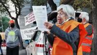 Luisa Oñate en una intervenció durant una concentració de la 'marea pensionista' davant la seu de Foment del Treball, a finals de l'any passat