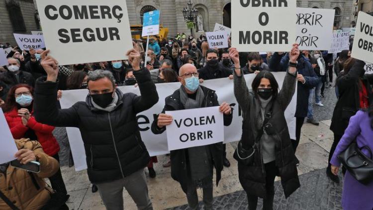 Manifestació del comerç a la plaça Sant Jaume per demanar la reobertura dels centres comercials, al desembre.