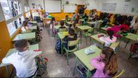 Els alumnes segueixen la classe a l'escola Taialà de Girona