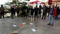 Els empresaris dels sectors més afectats s'han manifestat en diversos punts de la Cerdanya –a la foto, a Puigcerdà– i del Ripollès per denunciar la situació en què es troben