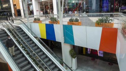 El primer cap de setmana de gener, just quan hauria d'haver estat ple per les rebaixes, el Centre Comercial Glòries tenia aquest aspecte