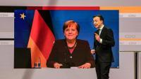 El secretari general de la CDU, Paul Ziemiak, parla amb Angela Merkel durant el congrés virtual d'ahir del partit de centredreta