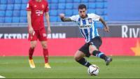 Mérida controla una pilota en el partit d'avui davant Osasuna.
