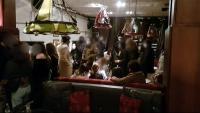 Assistents a una de les festes il·legals desmantellades per la Guàrdia Urbana de Barcelona