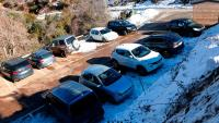 L'aparcament de Collformic, ple de cotxes, aquest diumenge