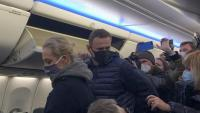 Navalni i la seva dona, Iúlia, ahir, després de l'aterratge a Moscou procedents de Berlín