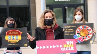 La cap de llista per Tarragona de la CUP, Laia Estrada, ahir davant l'Oficina Antifrau