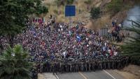 Soldats guatemalencs mirant d'aturar la caravana de migrants hondurenys, diumenge