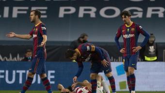 Messi i Villalibre, en l'acció que comportaria la vermella directa per a l'argentí