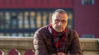 Salvador Martí posa per a la sessió de fotografies d'El Punt Avui, a Girona