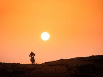 Un npuilot de motos en el Dakar